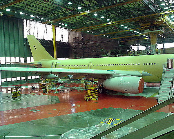 Contract for aircraft painting service supporting Iberia Maintenance